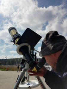 Blick durch ein Sonnenteleskop der Menke Sternwarte in Glücksburg